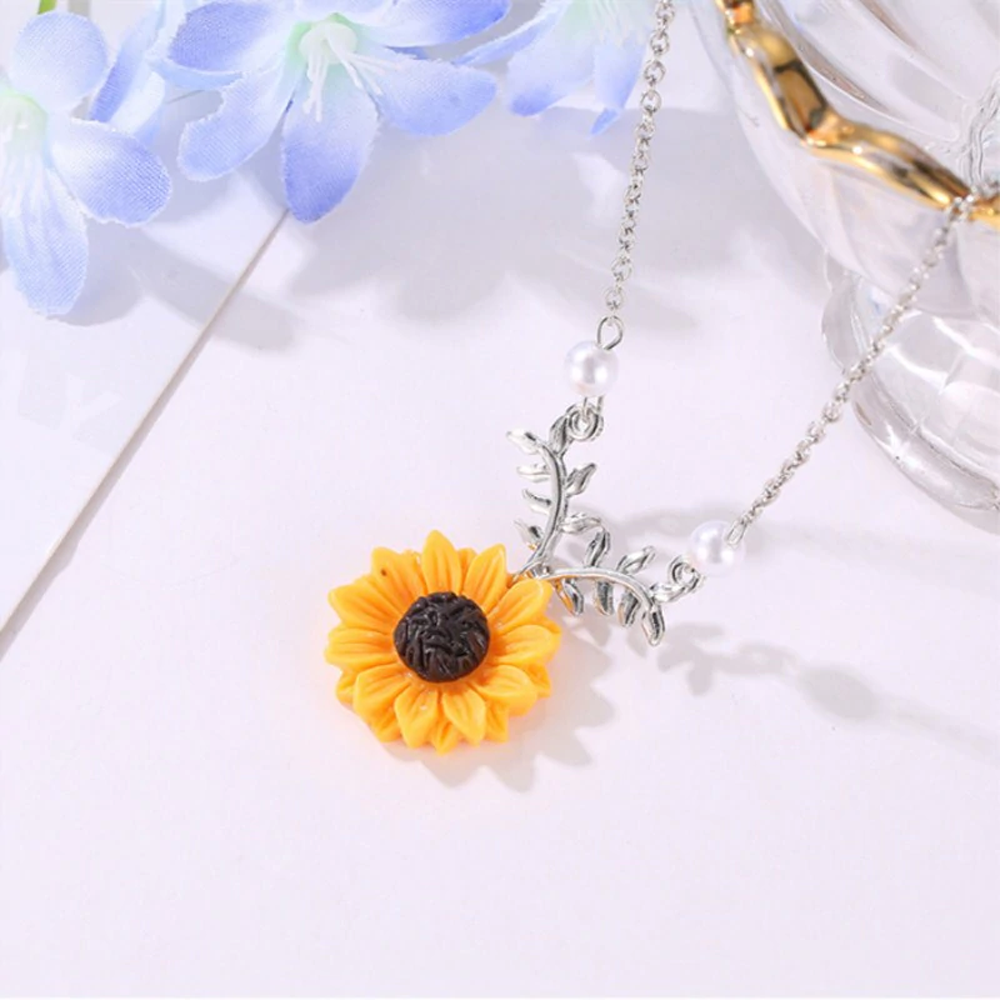 Zinc Alloy Sunflower Pendant Necklace With Leaves - Silver